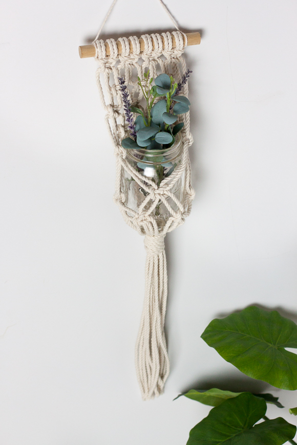 Hanging-Macrame-Planter-DIY
